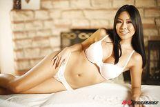 Babe Moon stunning asian masseuse loving to fuck - free porn pics