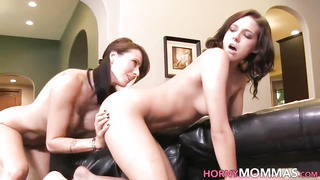 Dark Haired les step-mom cougar