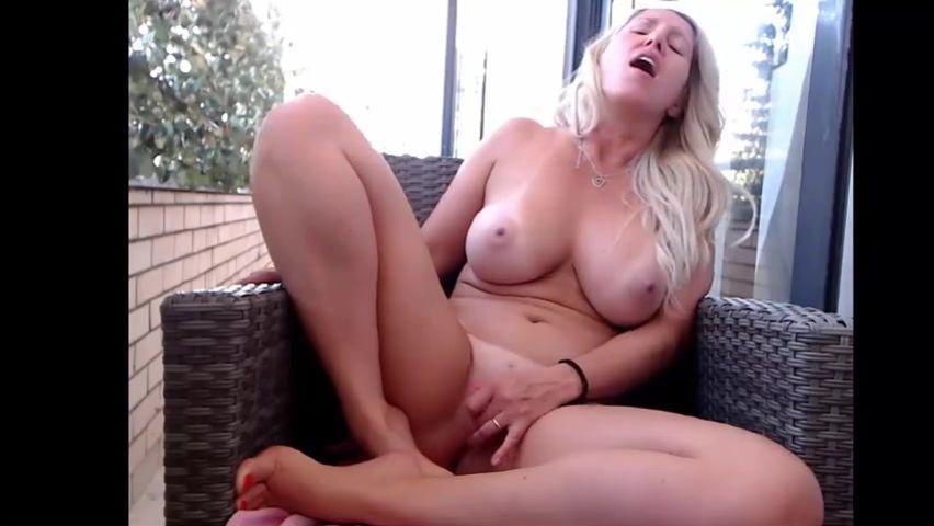 Amateur Blonde Milf Sucks Bbc