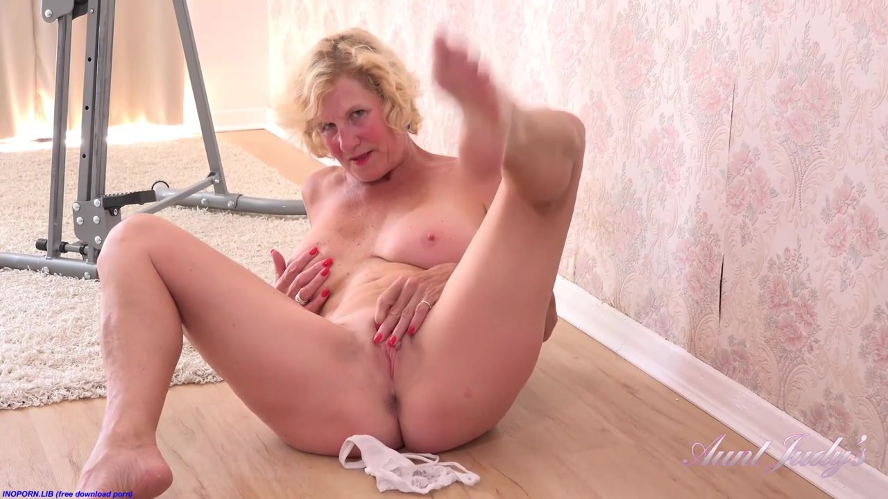 Molly maracas porn pics Platinum Blonde Grannie Molly Maracas Is Too Insatiable To Hold Back From Milking On The Floor Uiporn Com
